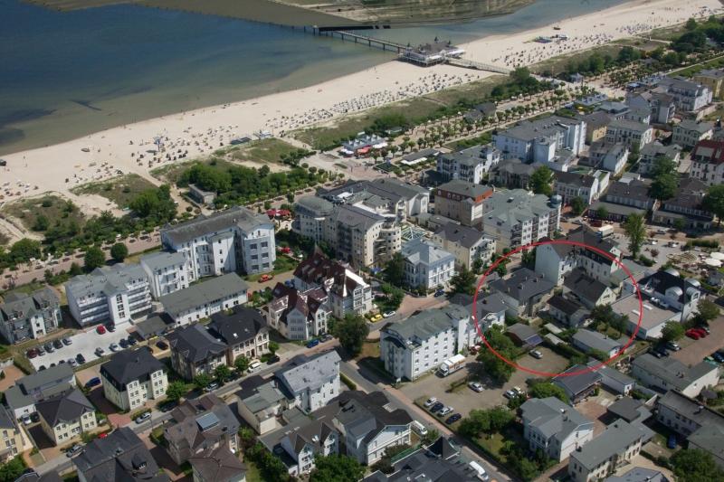 1.3 Luftbild Ahlbeck mit Markierung Aufnachusedom Ferienwohnung Ferienhaus und Meehr Ahlbeck Bansin Usedom Insel 8 - Ferienwohnungen in Ahlbeck