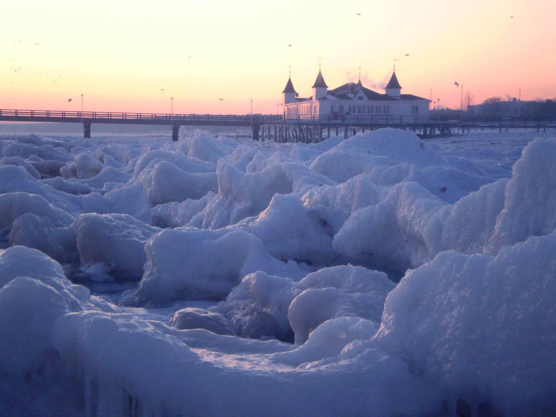 Strand vom Seebad Ahlbeck im Winter.